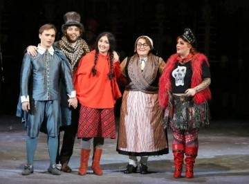 Boris Rudak as Kai. Andrei Jilihovschi as the Lamplighter. Kristina Mkhitaryan as Gerda. Elena Okolysheva as the Grandmother. Ekaterina Arnu as the Little Robber Girl.